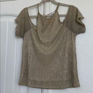 Beautiful Gold peep shoulder top